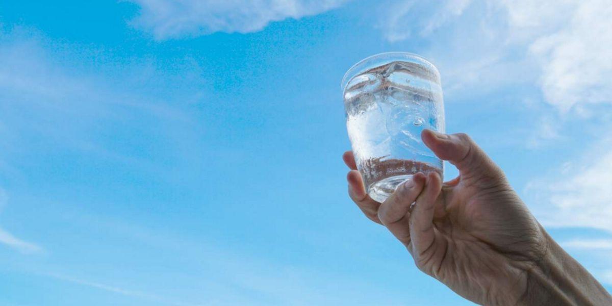 Beber lo suficiente para hidratarse