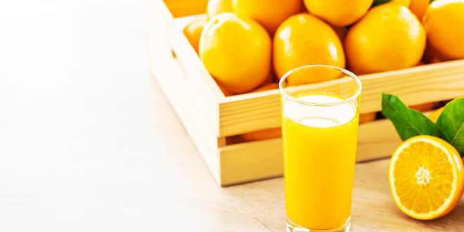 Zumo de naranja y huesos