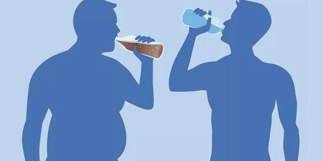 Beber agua para sacar abdominales