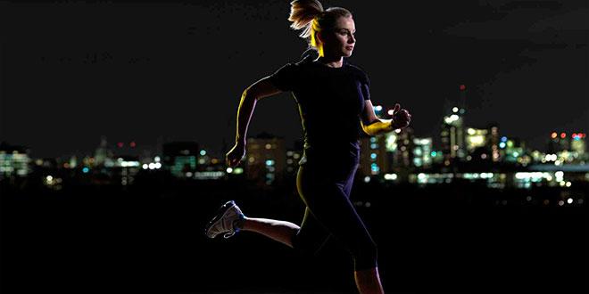 Hacer ejercicio, incluso por la noche, ayuda a dormir mejor