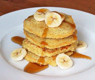 Tortita con claras de huevo, avena, manzana, plátano y canela