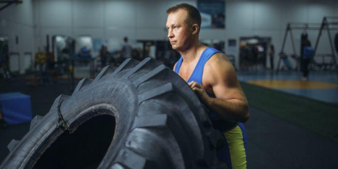 Strongman volteo de rueda