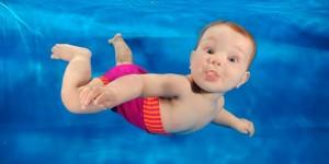 los bebés no aprenden a nadar