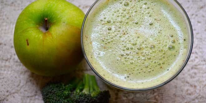 zumo-brocoli-manzana