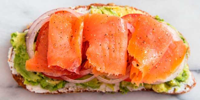 Snack de salmão e guacamole