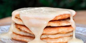 Tortitas de Avena y Claras con Mantequilla de Nueces de Macadamia