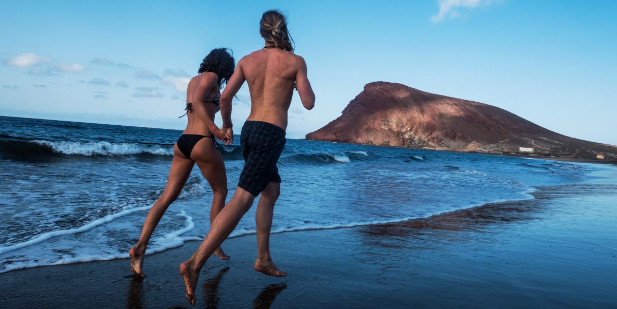 Gastar más calorías correr por la playa