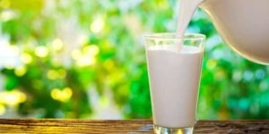 ¿Es malo beber leche?
