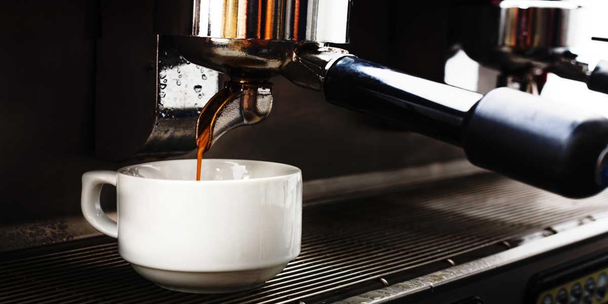 ¿Tiene efectos la cafeína sobre las agujetas?
