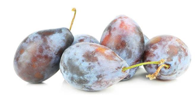 Ciruelas frutas vitamina K