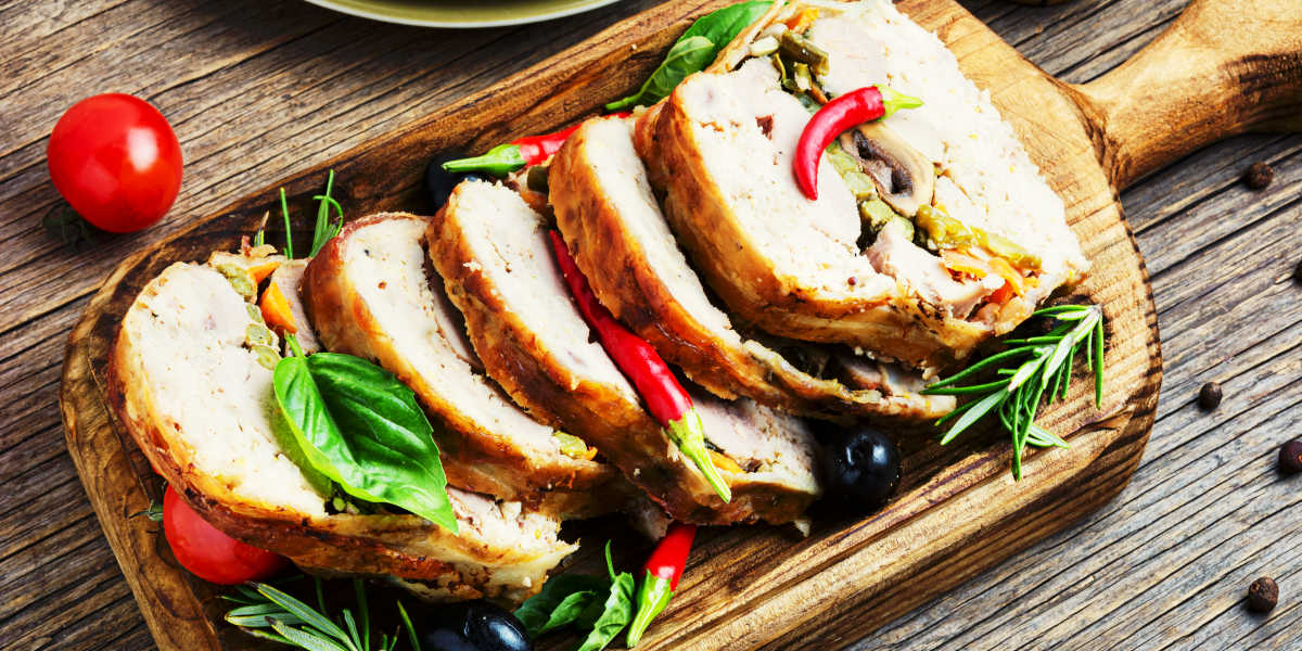 ¿Qué cantidad de vitamina K aporta la carne de pavo?