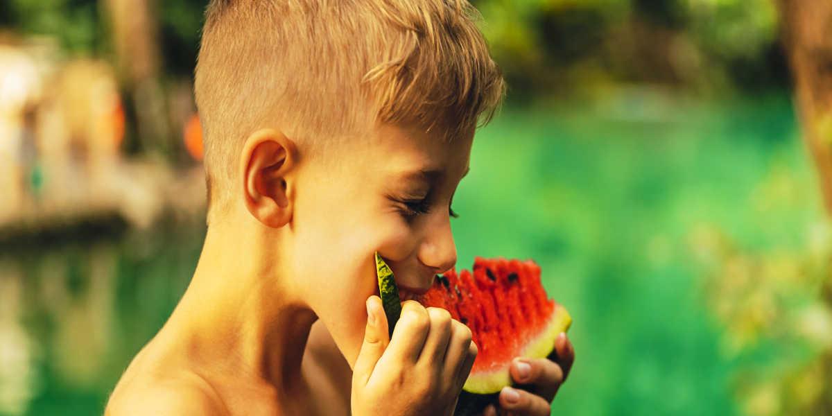 ¿Cómo pueden obtener en la dieta la vitamina K los niños?