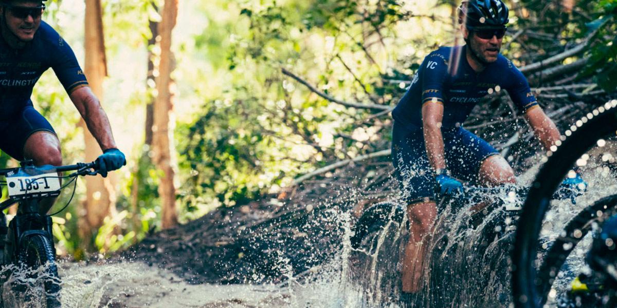 Ciclistas y enjuague de carbohidratos