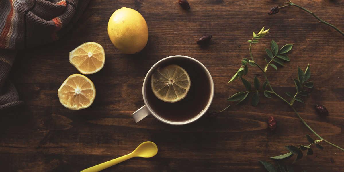 ¿Cómo preparar el té con limón?