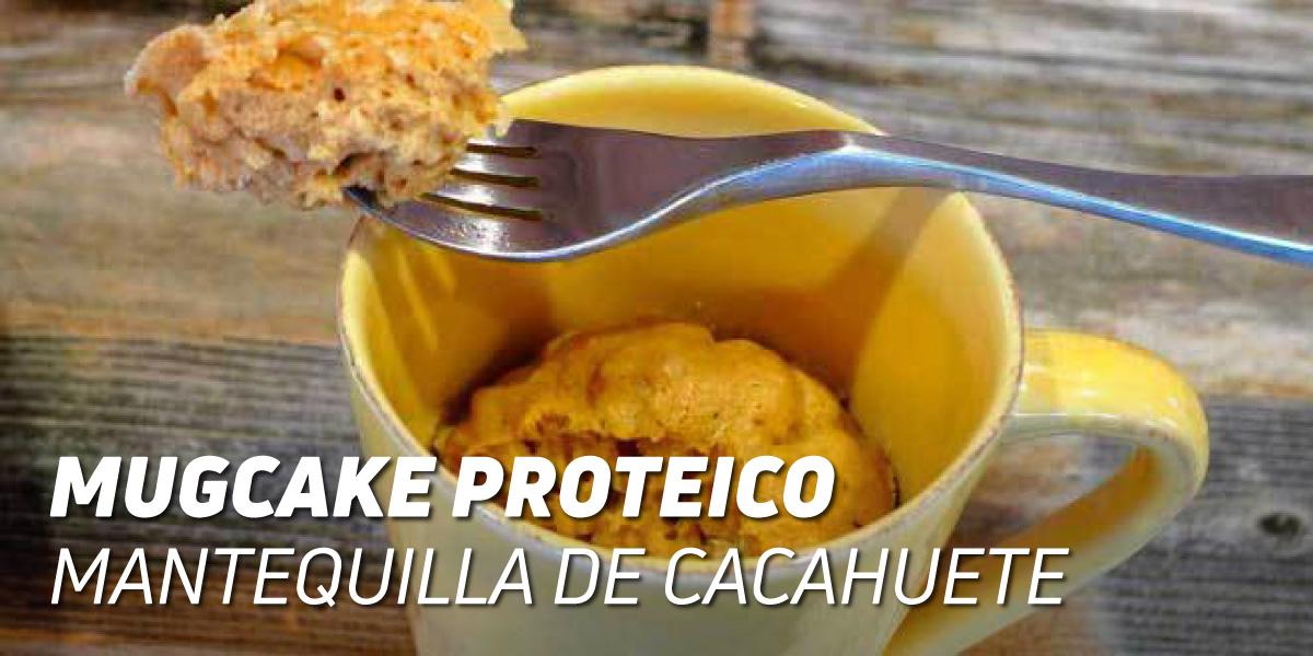 MugCake Proteico con Mantequilla de Cacahuete