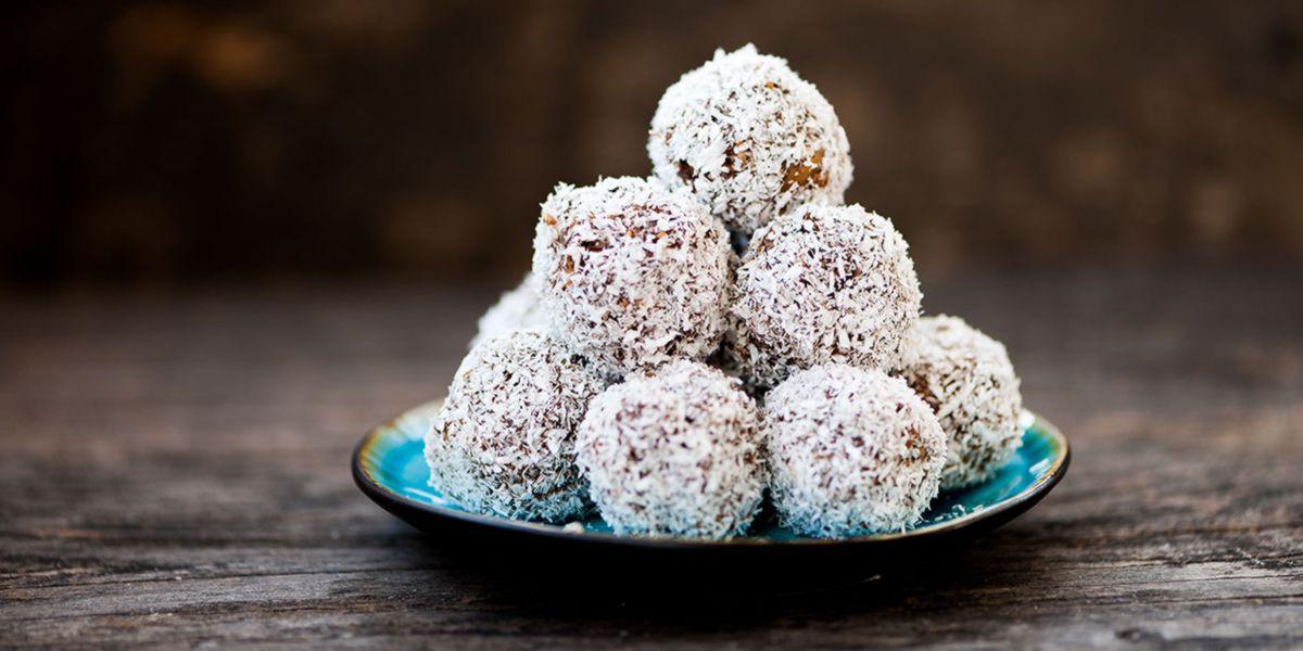 Bombones cremosos con coco y chía