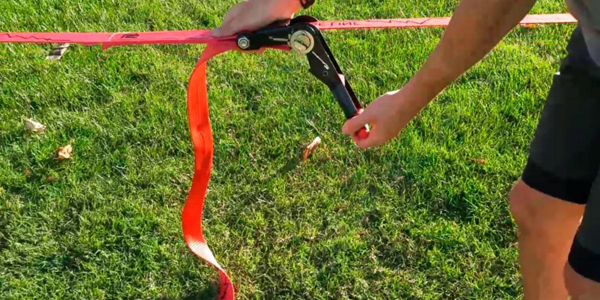 Tensar cuerda slackline