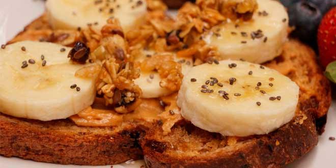 Pao ezequiel con manteiga amendoin