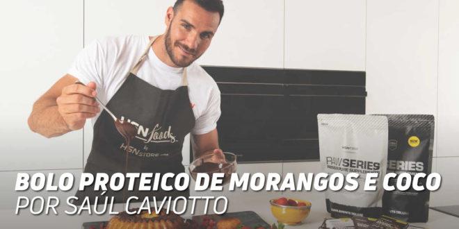 Bolo Proteico de Morangos e Coco, por Saúl Craviotto