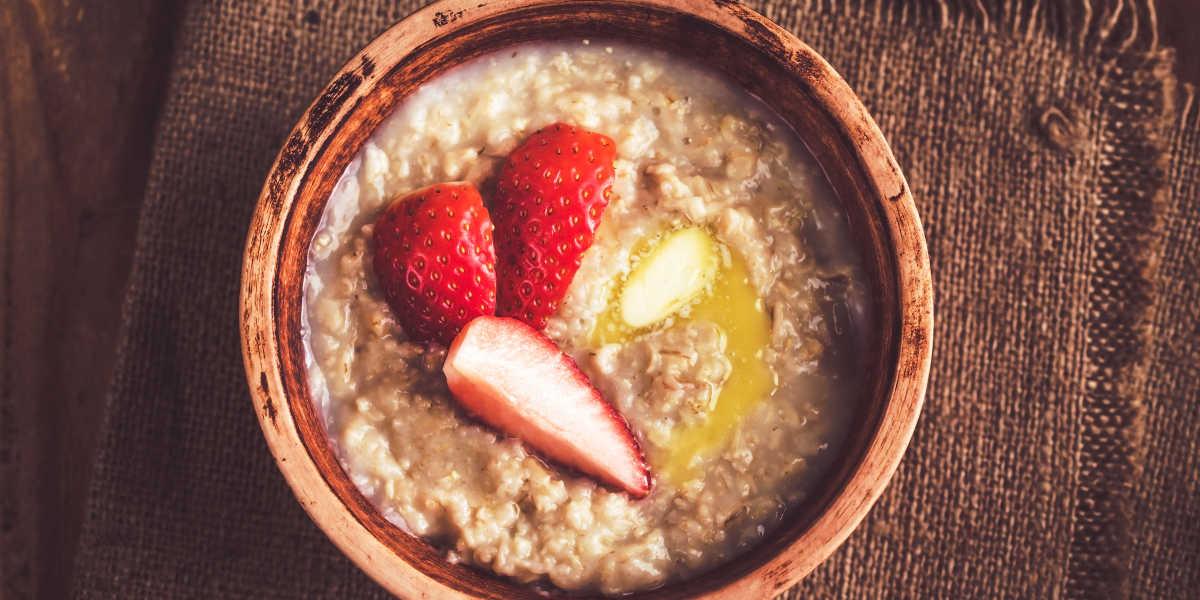 Porridge de Aveia Proteico com Fruta