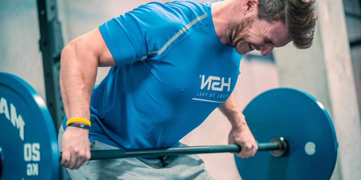 Remo com barra como exercício para costas
