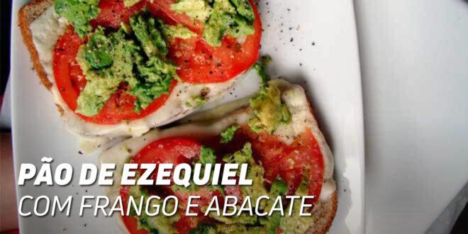 Sanduíche de Pão Ezequiel com Frango e Abacate