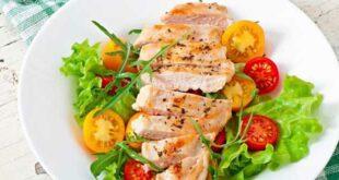 Salada com frango e ovo