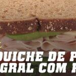 Sandwich de pão integral com peru