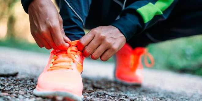 Regolare stringhe scarpe