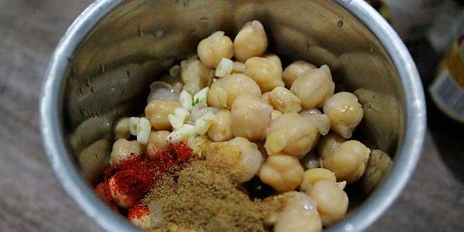 Preparazione dell'hummus