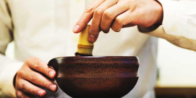 Preparare il tè matcha in casa