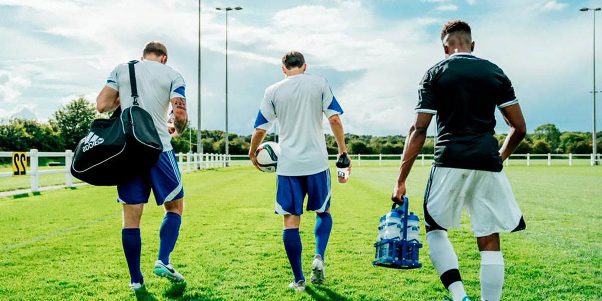 Idratazione dopo una partita di calcio
