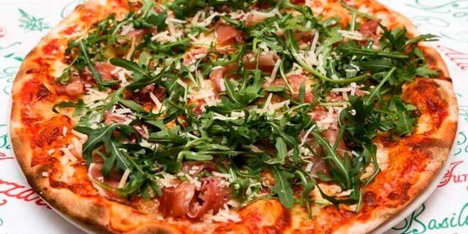 Pizza con Prosciutto Crudo, Mozzarella e Rucola