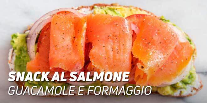 Snack al Salmone con Guacamole e Formaggio