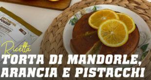 Una torta fit di Mandorle, Arance e Pistacchi