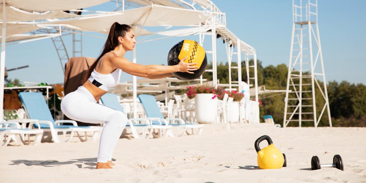 Squat in spiaggia per l'estate