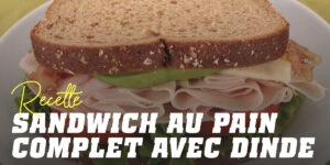 Sandwich de pain intégral avec dinde, laitue et tomate et un jus d'orange