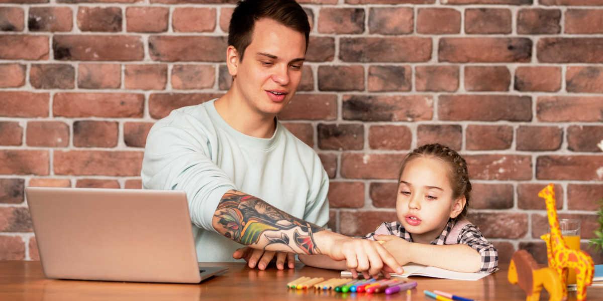 Travail à la maison et les enfants en quarantaine