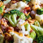 Salade de Brocoli et Chou-Fleur avec Bacon et Fromage