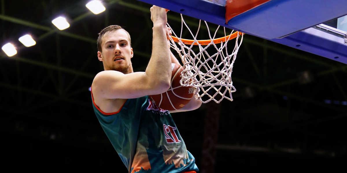 Comment la figure de pivot a t-elle changée dans le basket ?