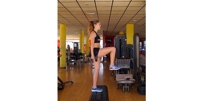 Step exercise with knee raise