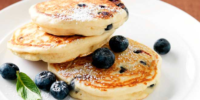 Oat Pancakes with Cottage Cheese and Blueberries