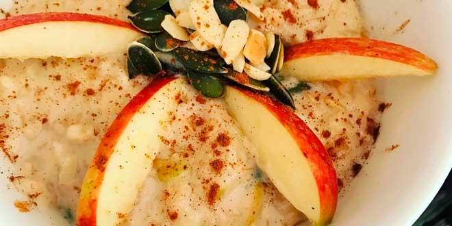 Oat Porridge with Apple and Pumpkin Seeds