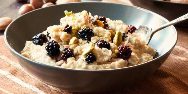 Oat Porridge with Blackberries and Pistachios