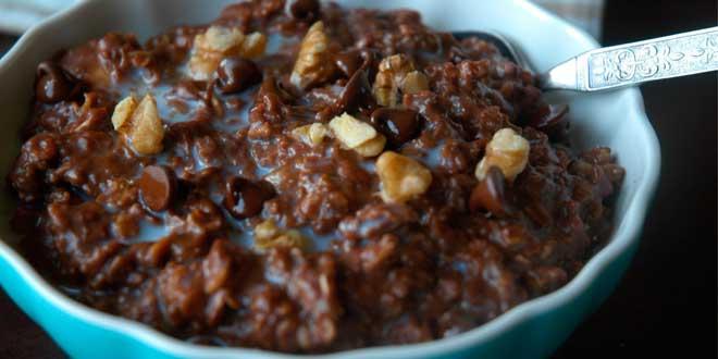 Oat Porridge with Chocolate and Walnuts