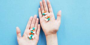 Holding capsules