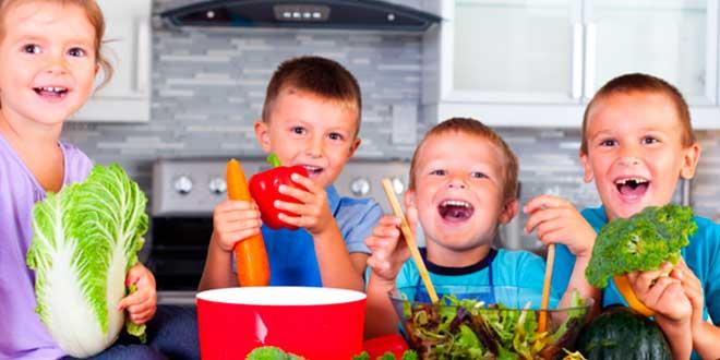 Children eating vegetables and fruit