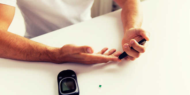 Man measuring the blood glucose levels