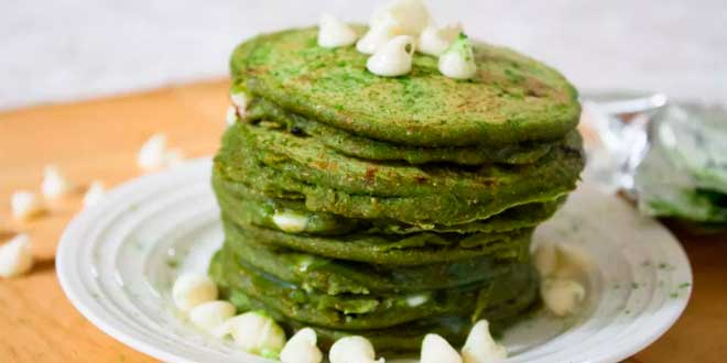 Oat and Egg White Pancakes with Pistachios