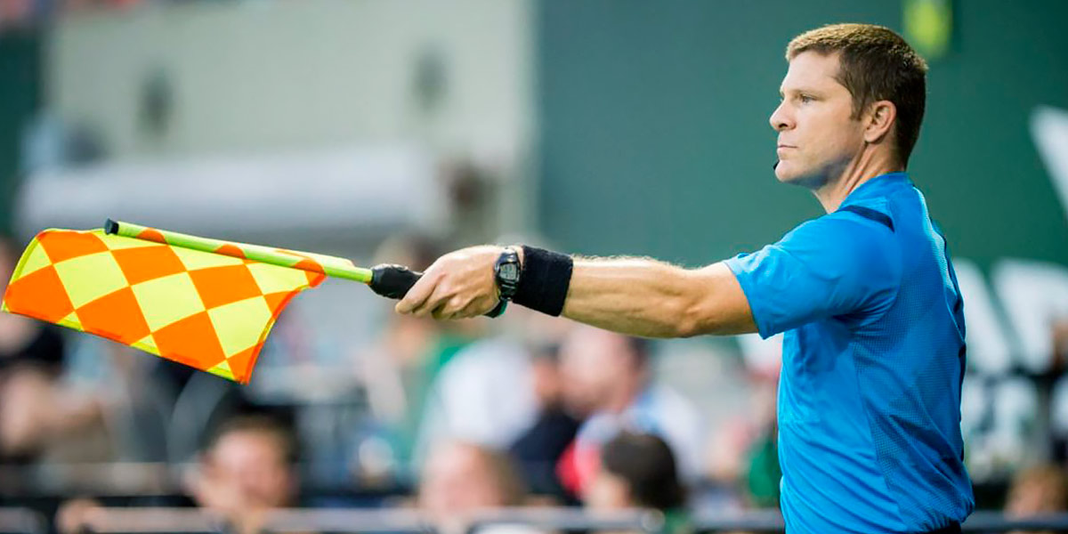 Referee assistant